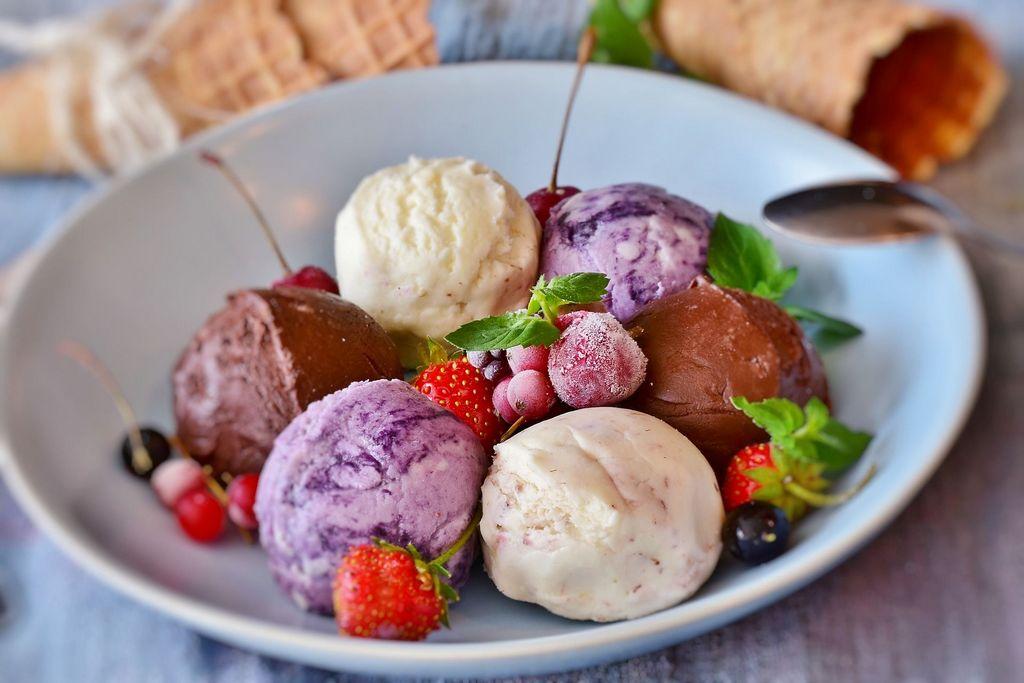 מבחר גלידות מדוכן הגלידות של גליאנו