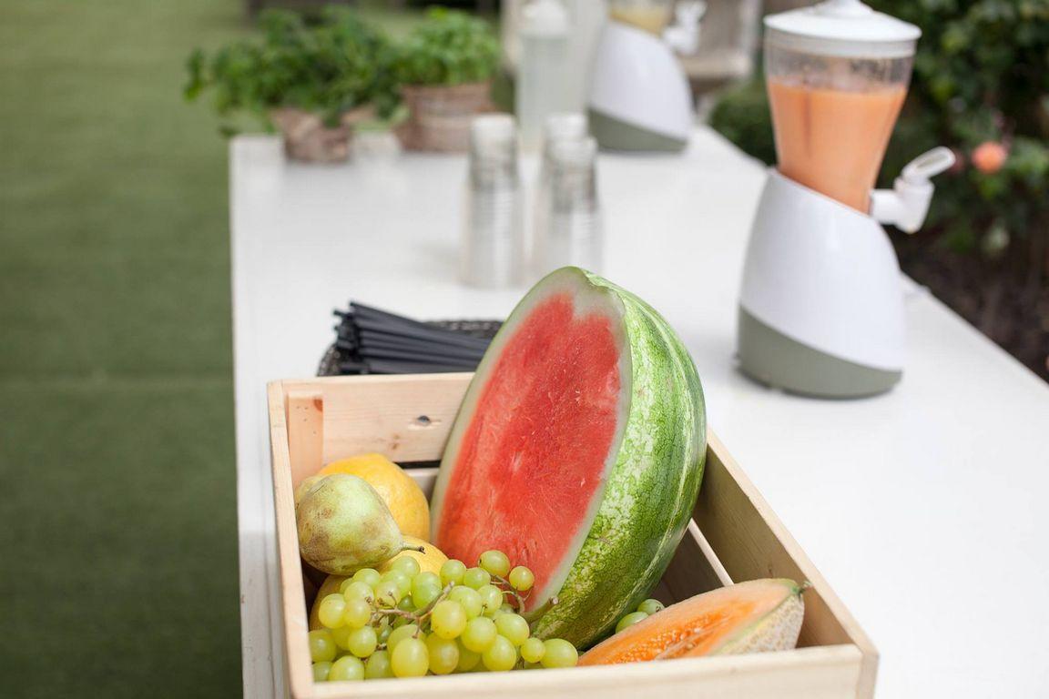 פירות חתוכים בקופסה