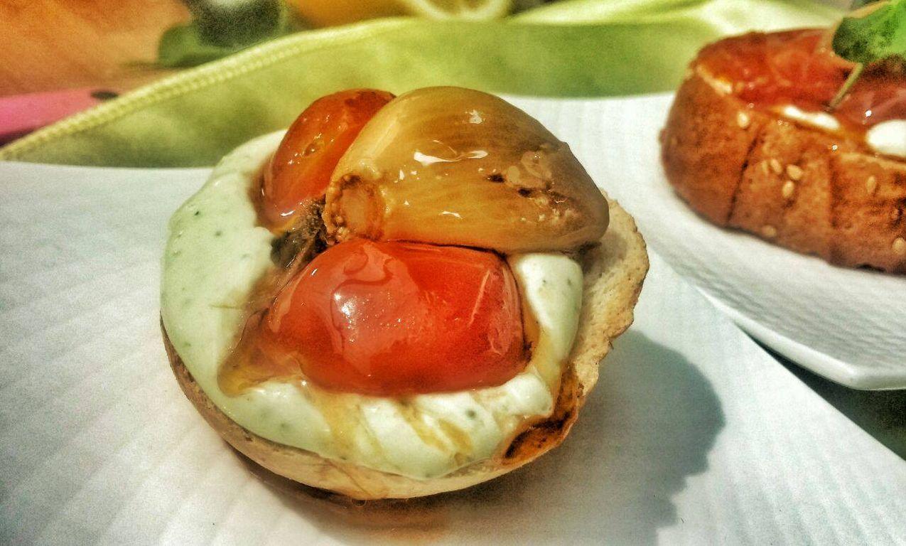 טאפאס עם שום ועגבניות קונפי