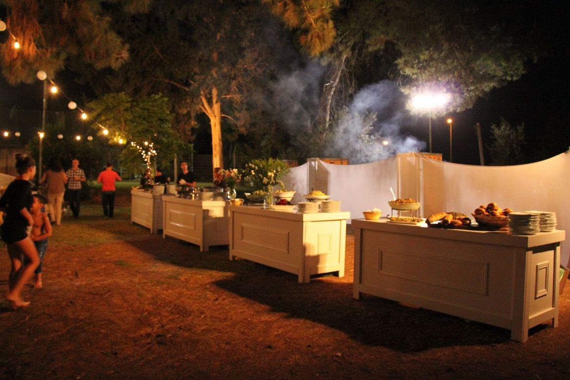דוכני אוכל באירוע ערב בטבע